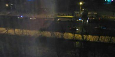 У Сумах на зупинці чоловік упав під автобус