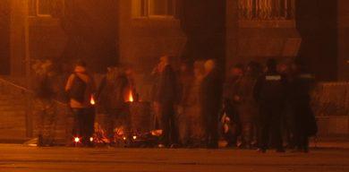 Біля Сумської ОДА блокадники розпалили вогнище (фото)