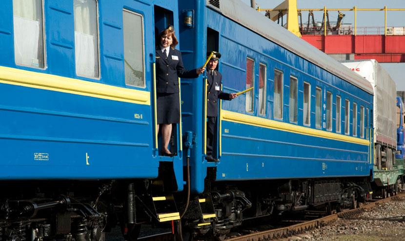 ukrainian-train-railway-pojizd-830x495