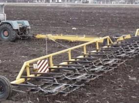 У Воздвиженську 45-річного чоловіка розчавив трактор