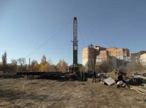 burenie-artezianskoj-skvazhiny-v-sumah-640x480-284x211