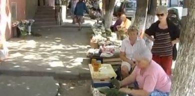 """Стихийных бабушек """"попросят"""" на Центральный рынок"""