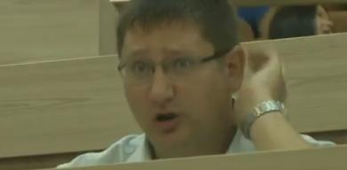 У Сумах п'яний депутат Чепік розбив вітрину кафе