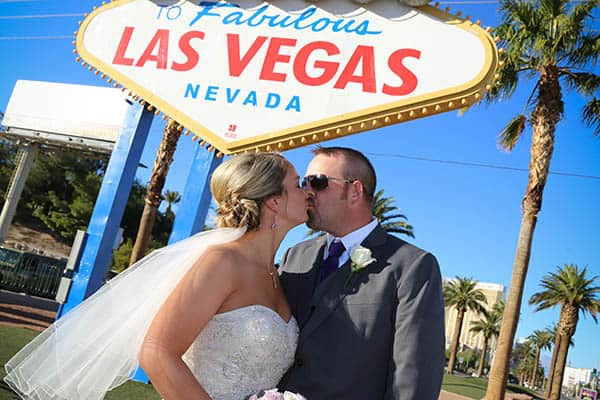 las-vegas-sign-wedding