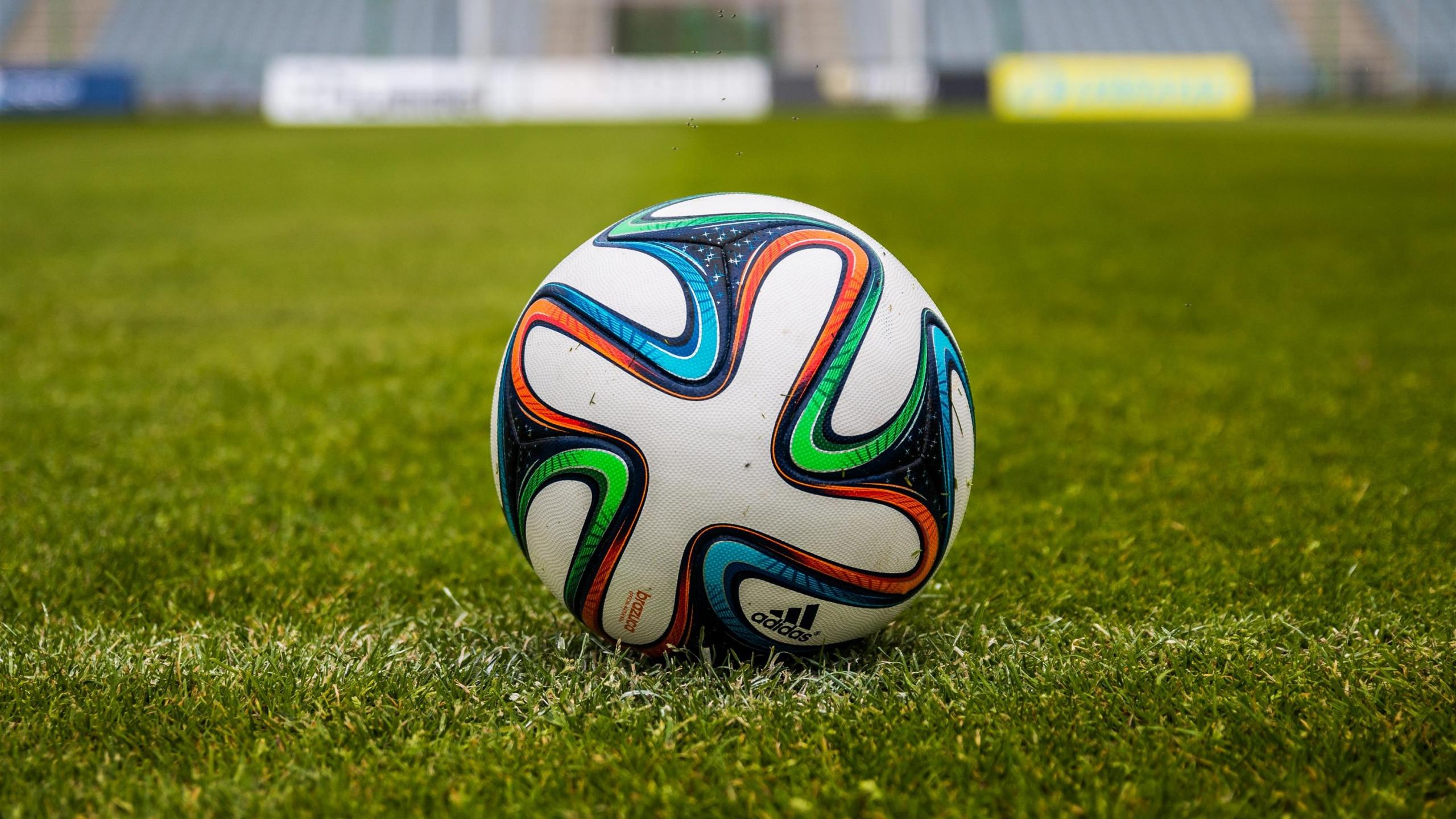 ball_football_field_grass_106510_2560x1440a