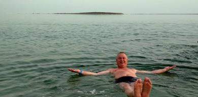 Директор комунального закладу відпочиває у райському місці (фото)
