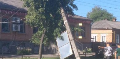 На Сумщині водій заснув за кермом та врізався у стовп (фото)