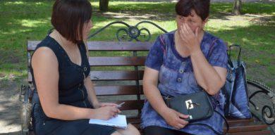 Мати змушена жебракувати, щоб лікувати сина (фото)