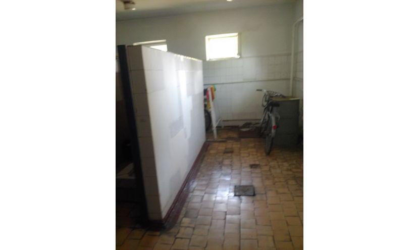 tualet-v-pomeschenii-830x495