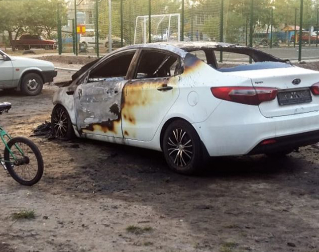 Вночі в Сумах згоріли дві автівки