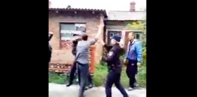 Поліцейські зі скандалом затримали буйного водія (відео)