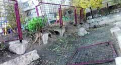 Аварийная стена возле сумской школы простоит до следующего года