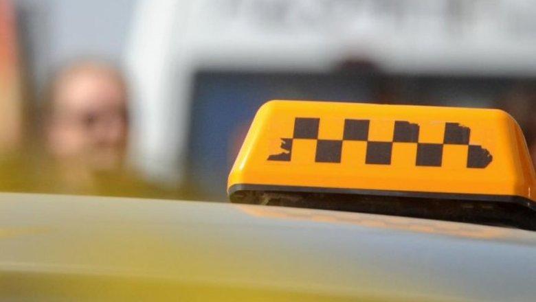 v-orle-taksist-ukral-u-passazhira-sotovyy-telefon-56510