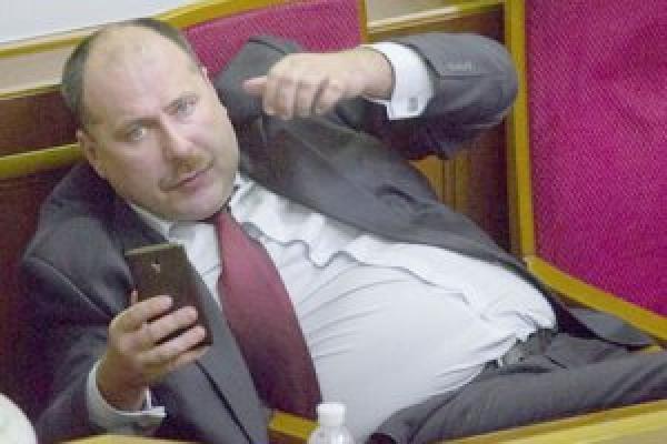 Нардеп Медуниця знову змінив партію і таки підкупляв виборців безкоштовним буфетом (відео)