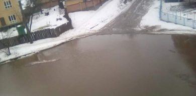 У Сумах затопило дорогу між вулицею Прокоф'єва та Басами