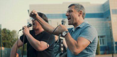 «Ти чемпіон!»: Юрій Чмирь презентував хіт про «Барсу» (відео)