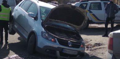 Фотофакт: у центрі Тростянця провалився автомобіль