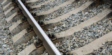 Смерть на рельсах: молода жінка потрапила під колеса поїзда