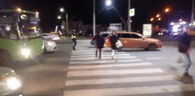 У центрі Сум на пішохідному переході збили дитину (фото)