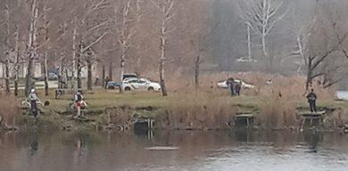 У Сумах в озері Чеха водолази шукають зниклу людину (фото)