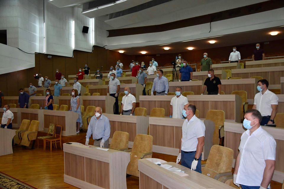 Депутат Костянтин Товстуха та інші обласні обранці  підтримали  програму губернатора.